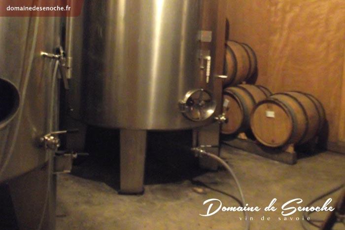 On transvase ensuite ce jus « éclairci » dans les cuves inox du chai, où la vinification démarrera.
